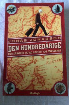 Den hundredårige - Der kravlede ud af vinduet og forsvandt (Jonas Jonasson) Papperback.