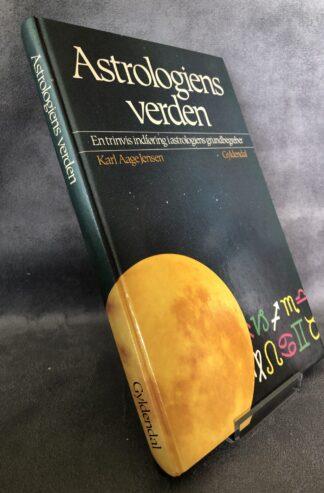 produkt billede - Astrologiens verden - www.laesehesten-silkeborg.dk